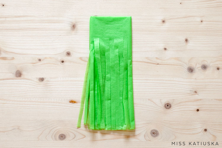 paso 4 diy guirnalda papel de seda