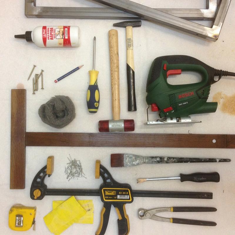 Paso A Paso - Studio Alis. Una cajonera transformada en dos mesitas de noche - Las herramientas