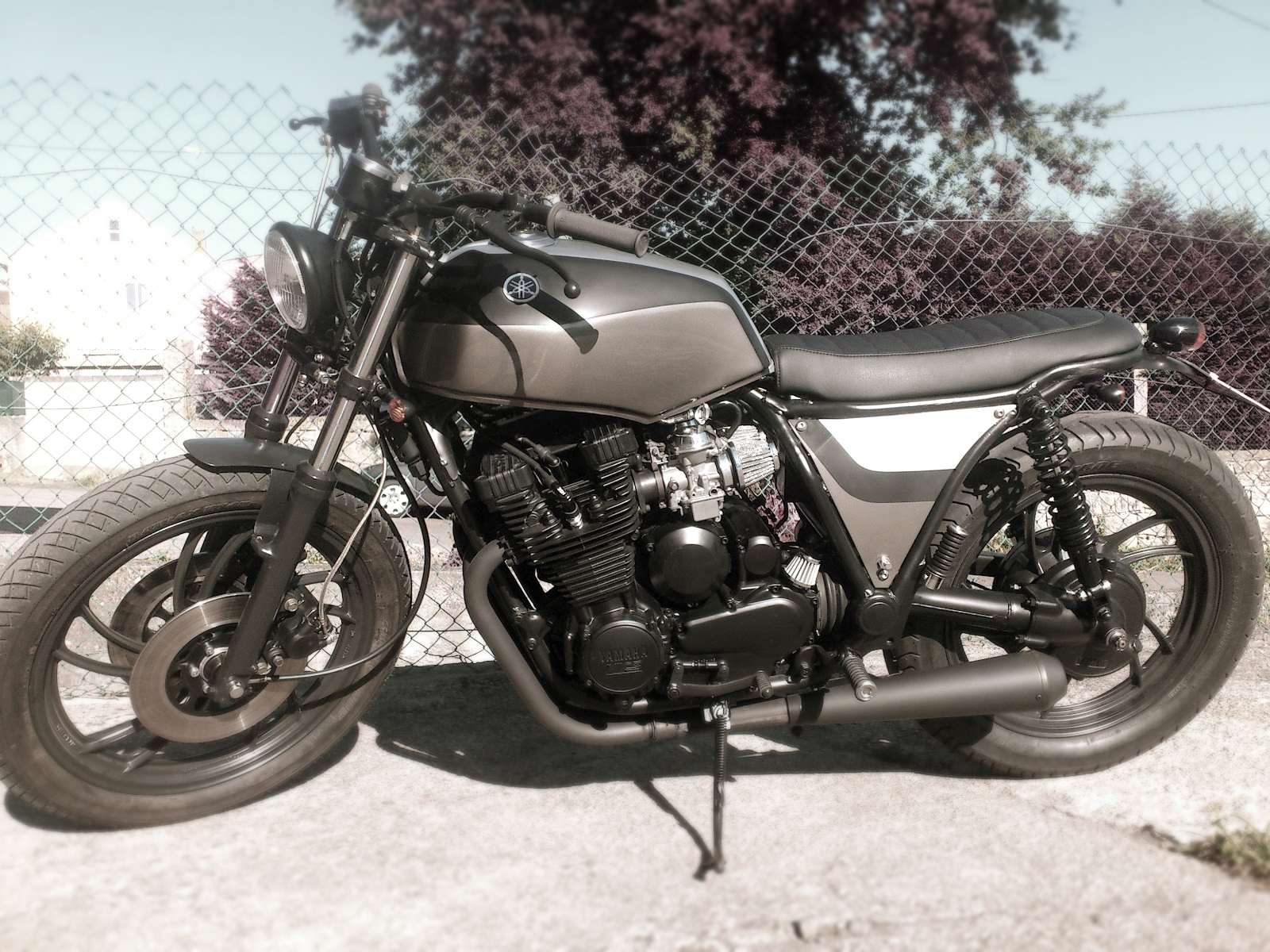 xj 650 by tarmac custom inazuma caf racer. Black Bedroom Furniture Sets. Home Design Ideas