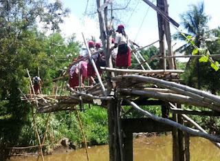 Jembatan Bambu Butuh Perhatian Pemerintah