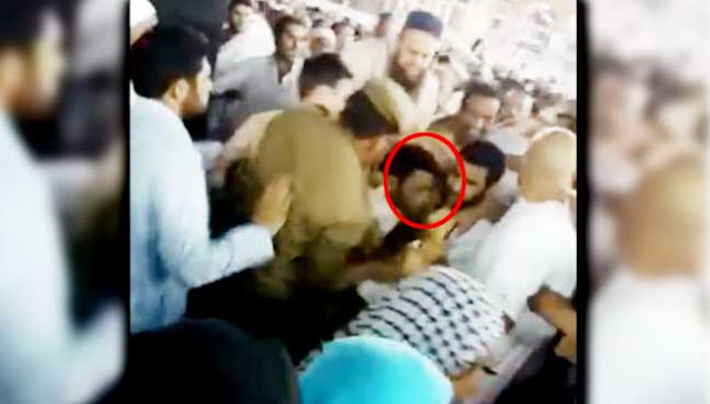 MAN TRIED TO LIT HIMSELF NEAR KAABA