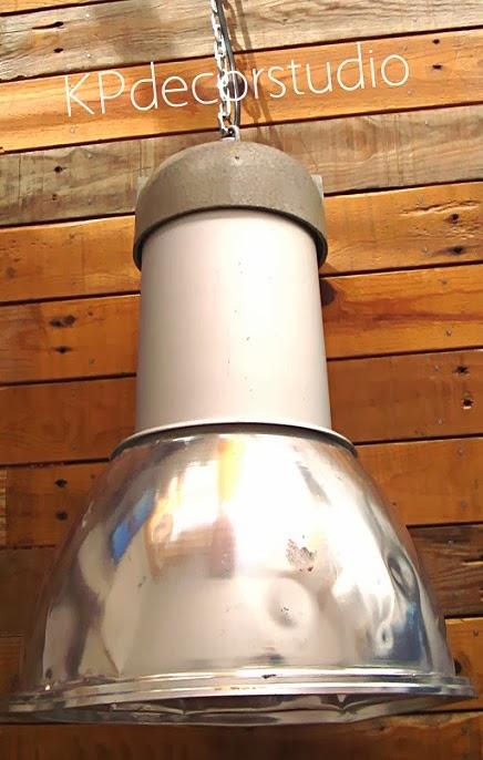 Lámparas grandes estilo industrial. Lámparas de techo vintage grandes de aluminio.