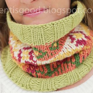 Loom knit Fair Isle Cowl Free Pattern Flower Design