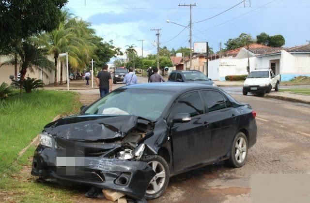 Motorista avança preferencial e causa acidente em cruzamento
