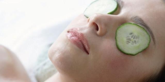 cara menghilangkan kantung mata dengan cepat menggunakan mentimun