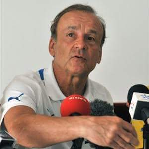 Super Eagles Coach Gernot Rohr Addresses Rumour Of Dropping Onazi Ogenyi As Vice Captain Of The Team