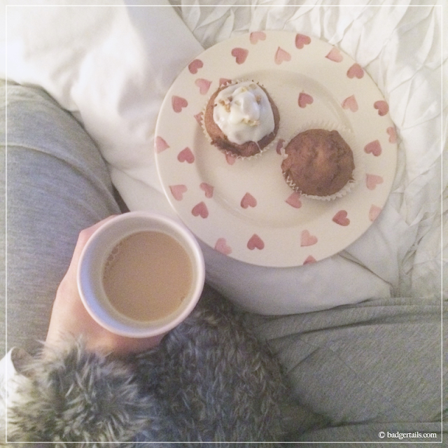 Tea-and-Muffin-Breakfast-in-Bed