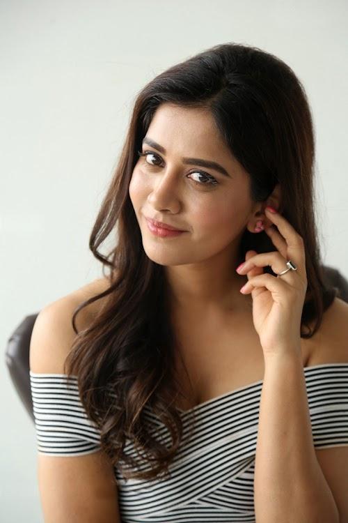 Kannada Actress Nabha Natesh Photos at Nannu Dochukunduvate Interview