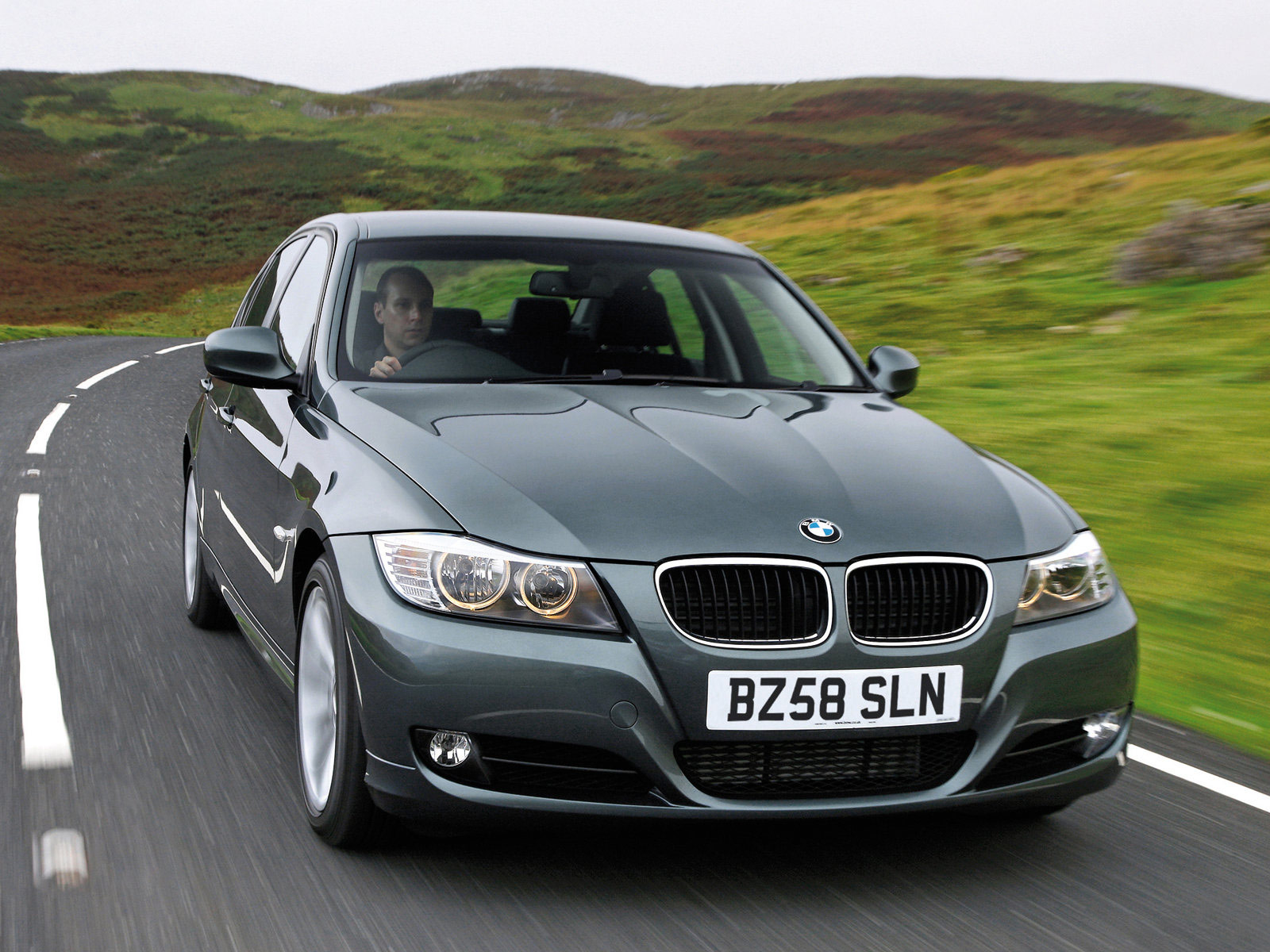 2009 bmw 3 series uk version review and pictures. Black Bedroom Furniture Sets. Home Design Ideas