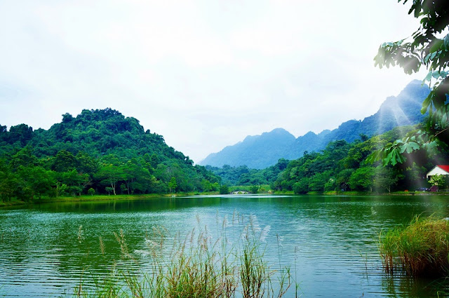 The most romantic lake in North Vietnam 1