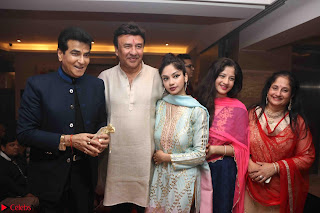 Sachin Tendulkar with his wife at Mata ka Jagrata hosted by Anu Malik 33.JPG
