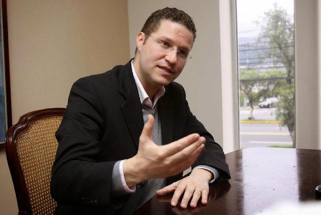 alcalde de Quito se reduce salario
