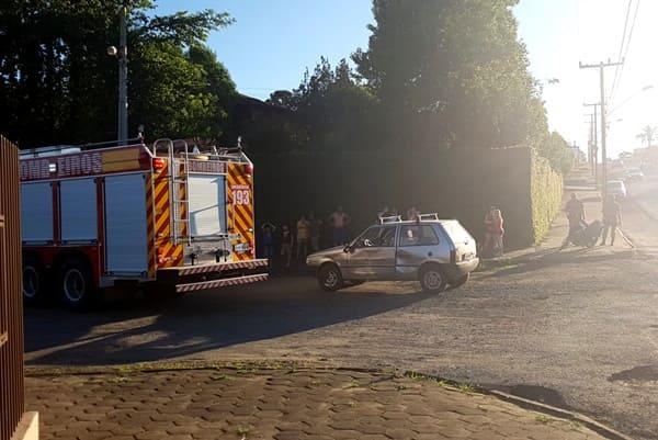 Acidente entre carro e moto no Alto das Palmeiras