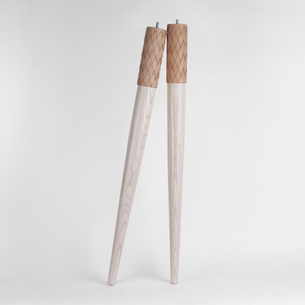Długie drewniane nogi