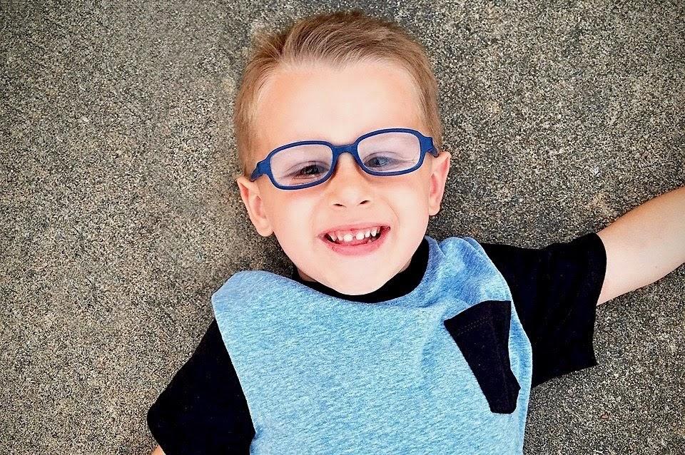 b298fe8108f73 No sin mis hijos  ¿A qué edad pueden usar lentillas los niños