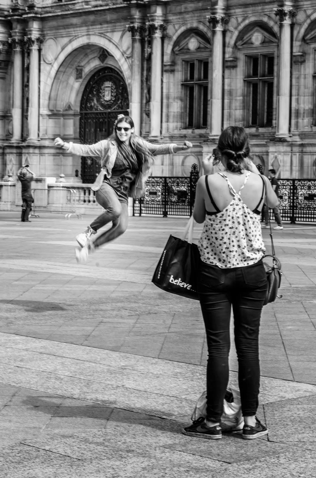Pessoas de fotografando em Paris