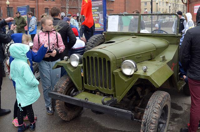 Ретро-автомобили в Лысьве в день Победы Газ 67