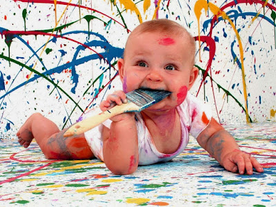 colourfull-baby-drawing-walls-with-color