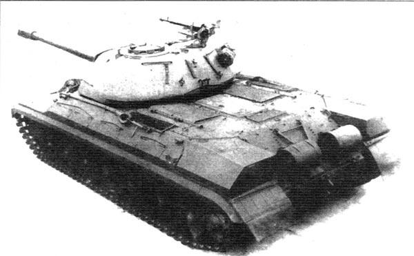Серийный танк Т-10 первых выпусков, вооружённый 122-мм орудием Д-25ТА с двухкамерным дульным тормозом; на башне 12,7мм пулемёт ДШКМ. На корме установлены дополнительные топливные баки