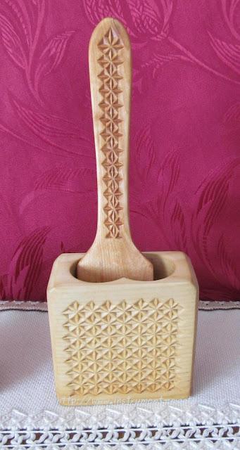 деревянная лопаточка и подставка под неё