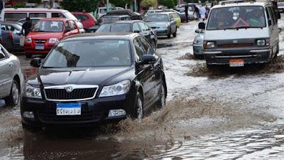 """أمطار غزيرة تضرب بعض المحافظات منذ قليل والأهالي يغلقون المحلات بعد غرق الشوارع والأرصاد تحذر من طقس الغد """"التقلبات مستمرة"""""""