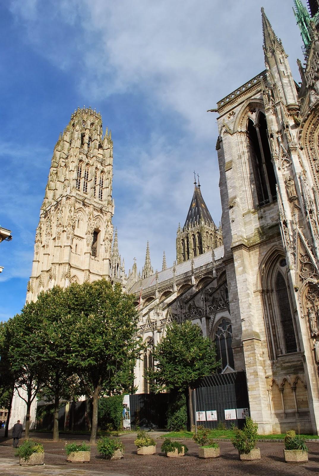 socalgalopenwallet: Rouen cathedral