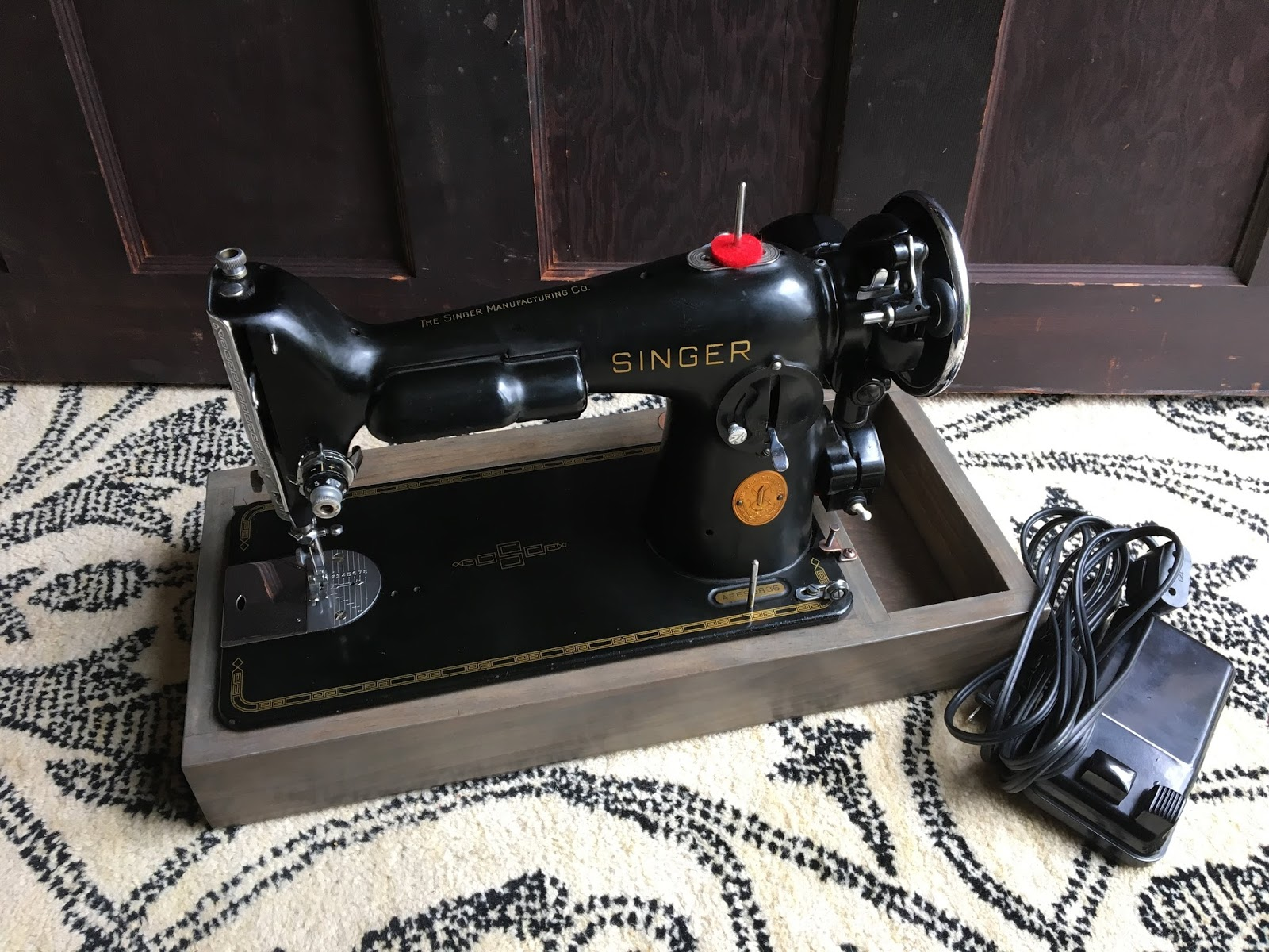 the project lady singer sewing machine bases for sale. Black Bedroom Furniture Sets. Home Design Ideas