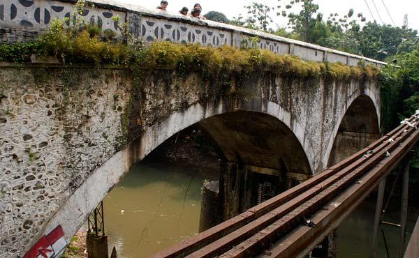 misteri jembatan panus depok yang angker yang mengerikan