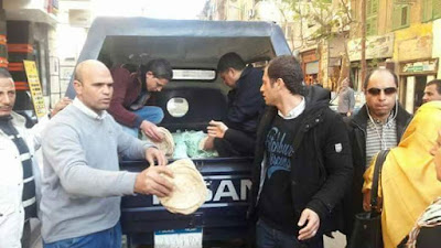 Police distributing bread in Alexandria