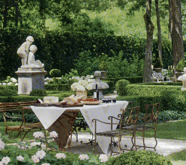 Outdoor Dining Room: Color Outside The Lines: LOVE ... Outdoor Dining Rooms