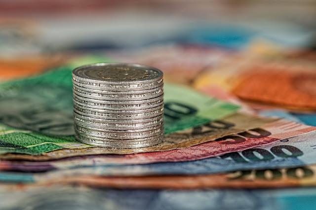 O capitalismo,Brasil, Dinheiro