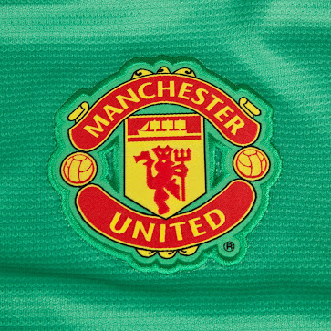 12f781842 The Short of the Manchester United 2013-14 Goalkeeper Home Kit features a  simple design and comes in green.