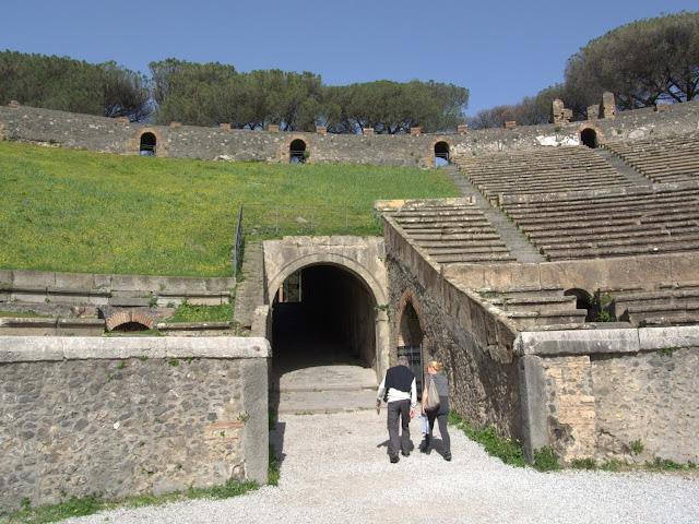 najstarszy amfiteatr Pompeje