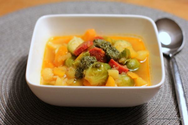 Rosenkohl-Eintopf mit Chorizo und Pesto