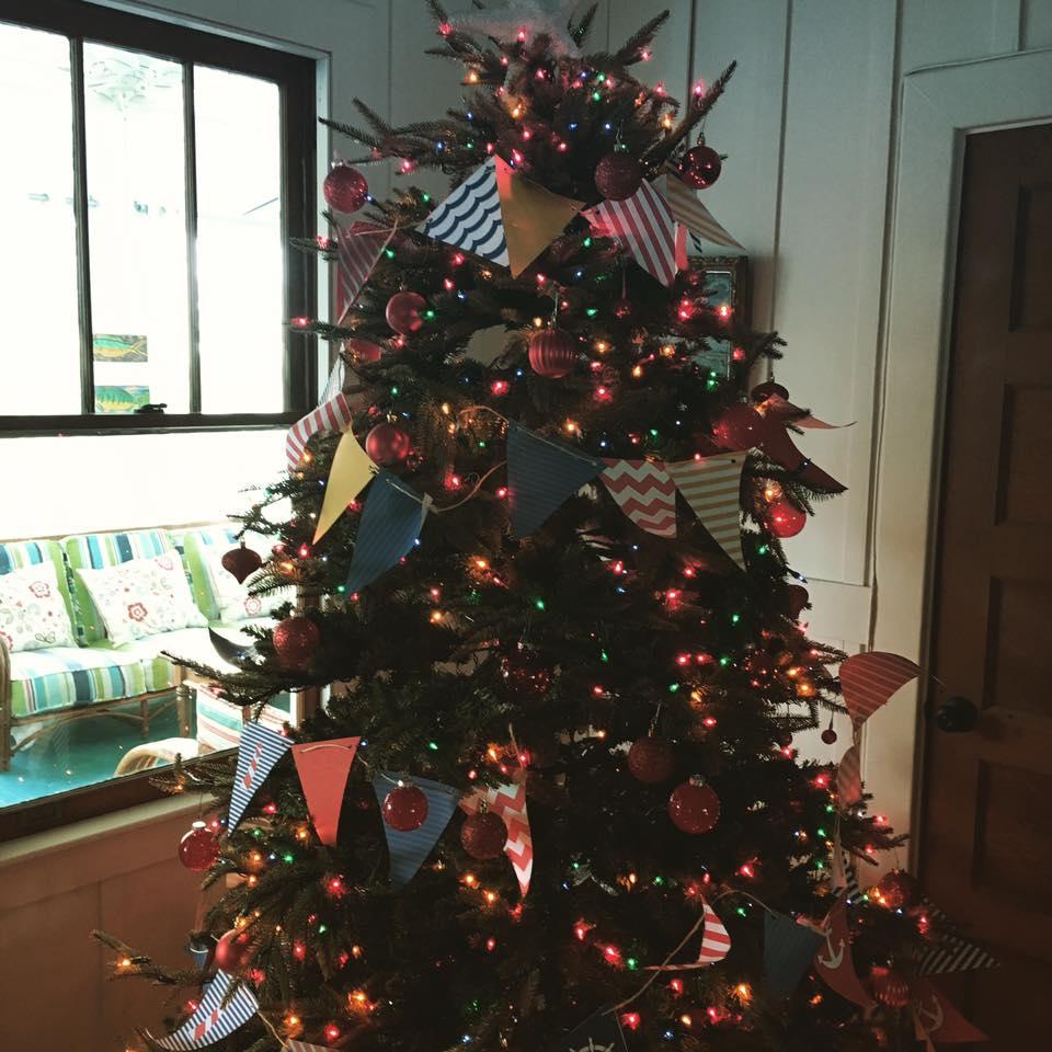 Hawaiian Christmas Tree Topper: Everything Coastal....: Coastal Christmas Trees