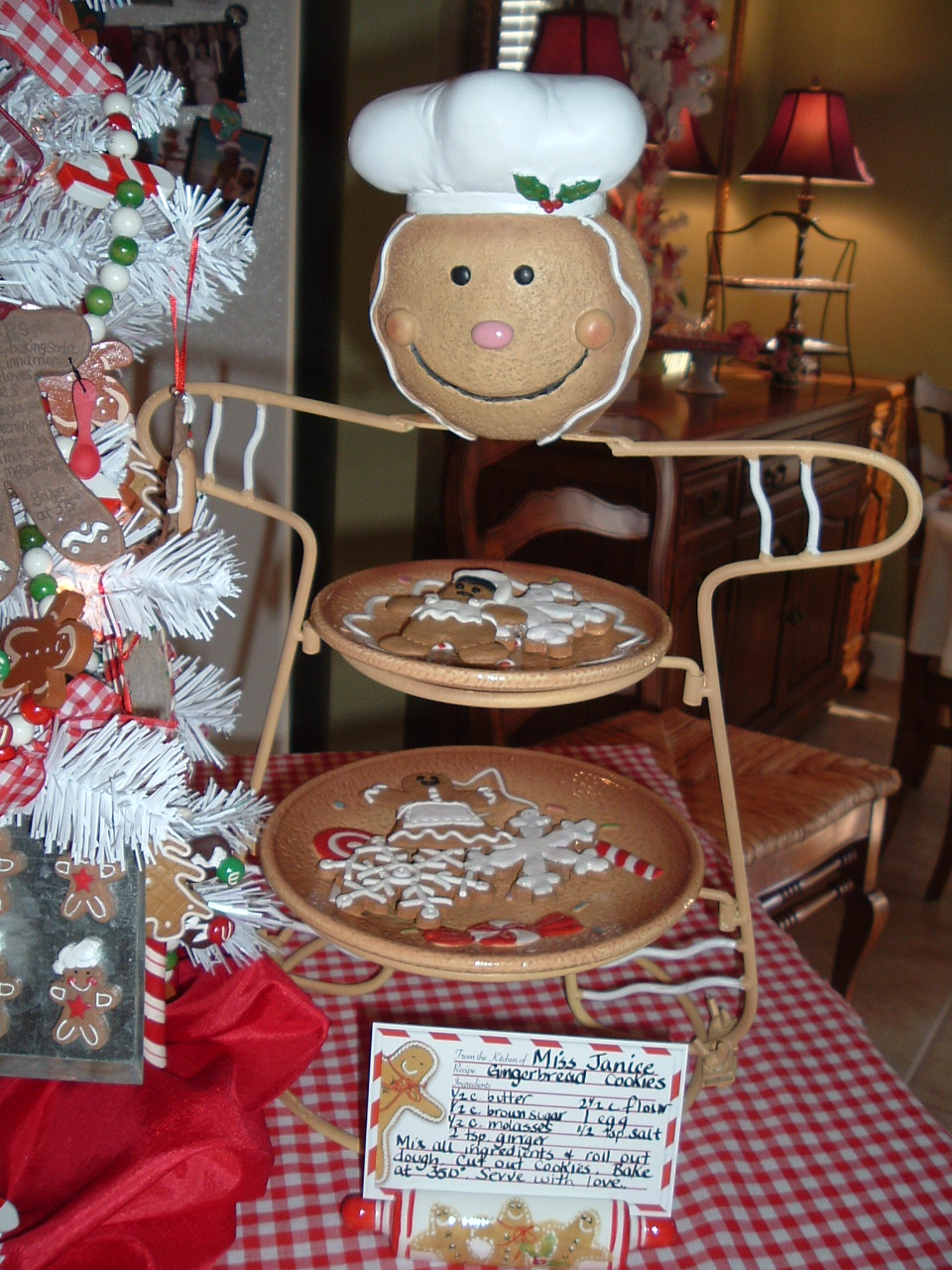 15 Real And Faux Gingerbread Decorations For Christmas ...