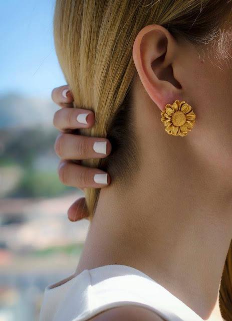 Thallo - bijuterii grecesti din flori naturale cercei margarete naturale placati cu aur 24k