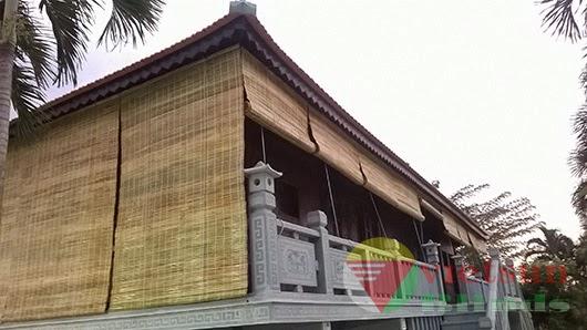 Mành tre trúc làm nổi bật kiến trúc cổ kính