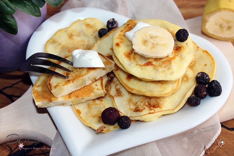 Delikatne placuszki jogurtowe z bananem (bez cukru)