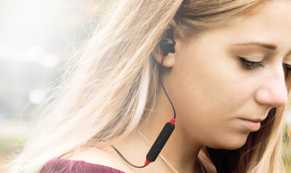 8683eb27a34 Wearing a COWIN HE8, you can feel it is with your ears comfortable fit, do  not worry about falling off and let your heart uneasy.