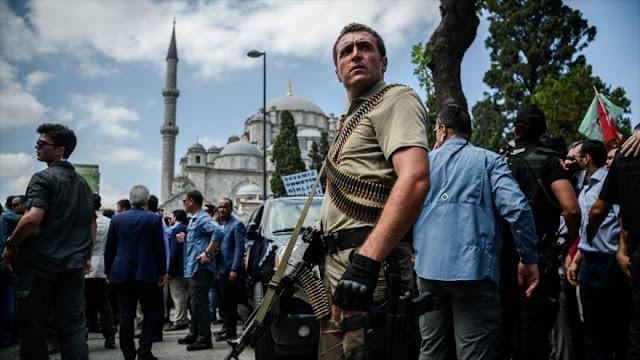 Llevan a prisión a más de 60 niños tras intentona de golpe en Turquía