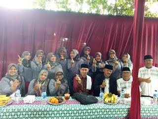 Guru-guru SDN Ratujaya 1 bersama Ustad Dudung Abdussalam