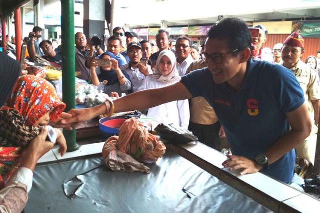 "Komentar Sandiaga atas Pernyataan Jokowi ""Orang Super Kaya Tiba-tiba Datang ke Pasar"""