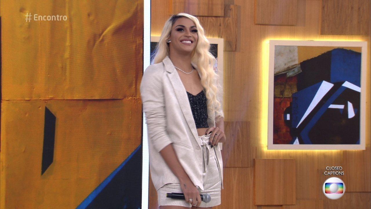 'Para a gente, LGBT, nenhum momento da vida é fácil', diz Pabllo Vittar na Globo