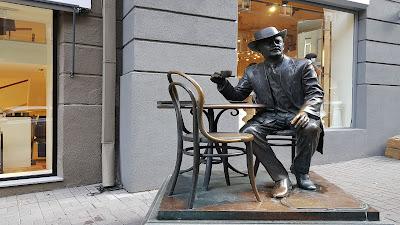 statua di cowboy