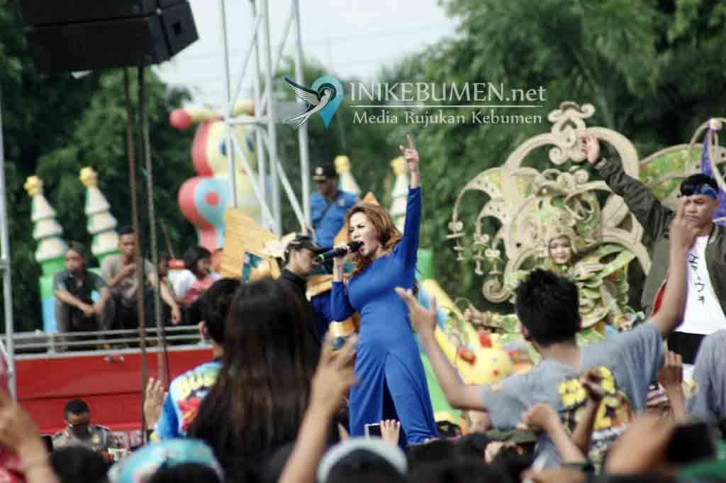 Sukses, Puluhan Ribu Penonton Ramaikan Karnaval Inbox SCTV di Alun-alun Kebumen