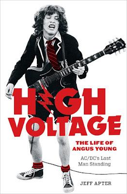 Resultado de imagem para Novo livro conta a vida de Angus Young