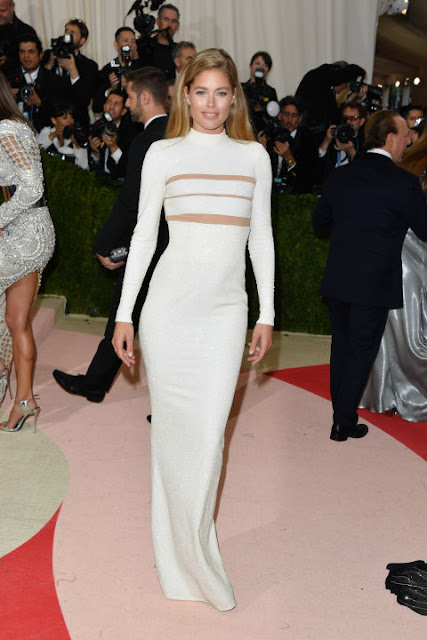 Doutzen Kroes  Carpete vermelha Red carpet: As mais bem vestidas na Met Gala 2016