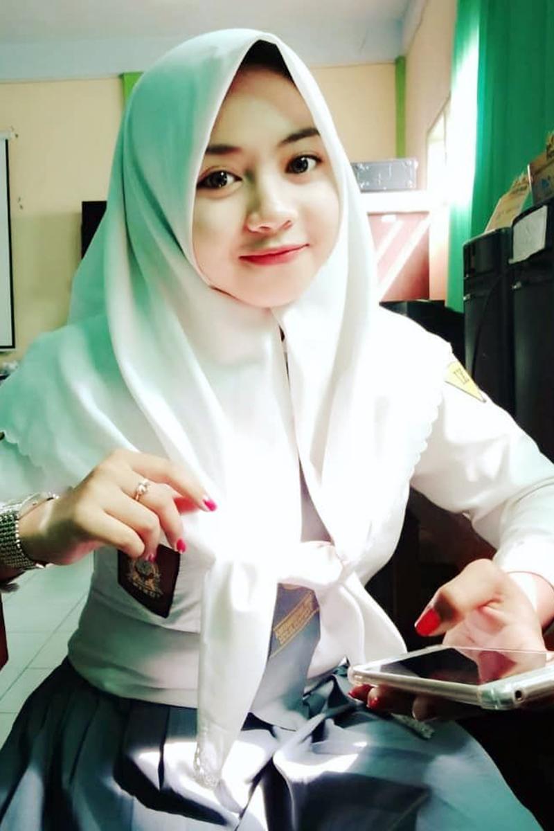 wajah Siswi Jilbab SMA Cantik karawang