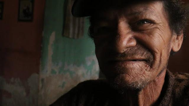 """Anciano discapacitado de Petare: """"Aquí hay que comer hasta piedras"""""""